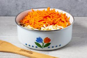 Салат из капусты с сыром и морковью - фото шаг 2
