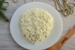 Слоеный салат «Мышка» с грибами и сыром - фото шаг 12