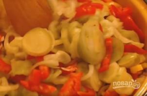 Салат из помидор и огурцов на зиму - фото шаг 5
