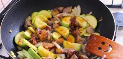 Мясо по-китайски с кабачками - фото шаг 3