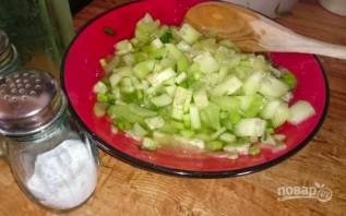 Овощной салат с сельдереем - фото шаг 3