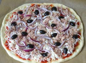 Пицца с рыбными консервами - фото шаг 9