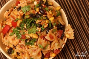 Салат из пасты, фасоли и помидоров - фото шаг 4