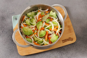 Салат из зеленых помидоров без стерилизации на зиму - фото шаг 6