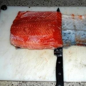Соленая красная рыба - фото шаг 16