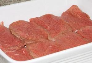Мясо под сыром в духовке - фото шаг 4