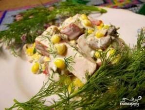 Салат с копченой курицей и грибами - фото шаг 8