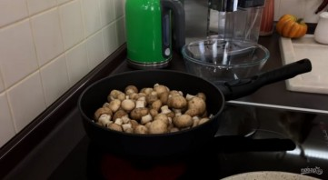 Мясные корзиночки с грибами под горячим сыром - фото шаг 2