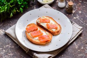 Бутерброды с красной рыбой и яйцом пашот - фото шаг 7