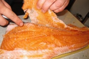 Шашлык из рыбы на решетке - фото шаг 1