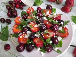 Салат из клубники и черешни  - фото шаг 7