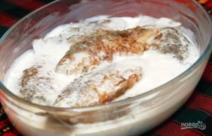 Карась в сметане на сковороде - фото шаг 4