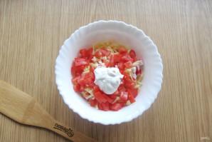 Салат с крабовыми палочками и колбасой - фото шаг 7