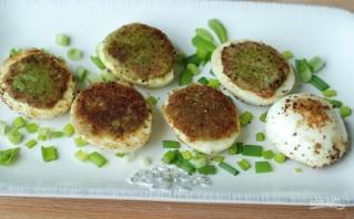 Фаршированные яйца с авокадо и луком - фото шаг 5