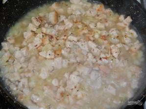 Блины с курицей в сливочном соусе - фото шаг 4