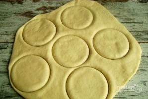 Пирожки с рисом из дрожжевого теста - фото шаг 6