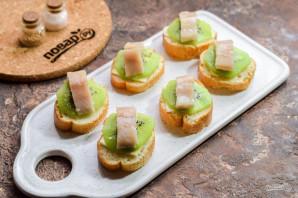 Бутерброды с селедкой и киви - фото шаг 5