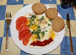 Яичница с сыром плавленным - фото шаг 6