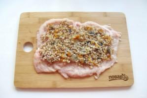 Куриный рулет с гречкой и грибами - фото шаг 5