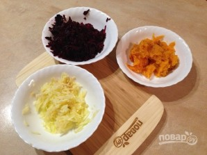 Слоеный салат из тыквы, свеклы и яблок - фото шаг 2