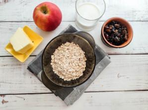 Овсяная каша с яблоком и изюмом - фото шаг 1