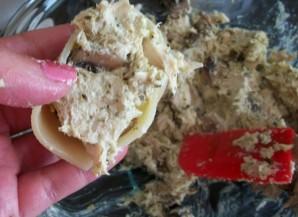 Макароны, фаршированные курицей и грибами - фото шаг 3