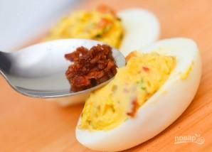 Рецепт фаршированных яиц с авокадо - фото шаг 6