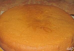 Бисквитный торт с масляным кремом и фруктами - фото шаг 6