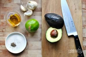 Заправка для салатов из авокадо - фото шаг 1