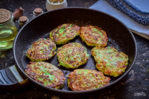 Оладьи из кабачков и колбасы - фото шаг 7