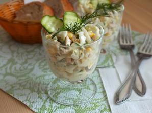Простой салат из консервированных кальмаров - фото шаг 5