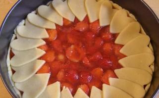 Клубничный пирог из песочного теста - фото шаг 6