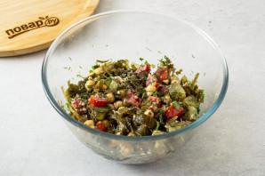 Салат с нутом и морской капустой - фото шаг 6