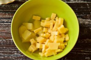 Салат с курицей, ананасами и сухариками - фото шаг 3