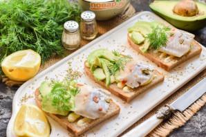 Бутерброды с авокадо и селедкой - фото шаг 6
