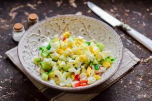 Салат с крабовыми палочками без майонеза - фото шаг 4