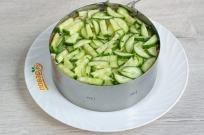Слоеный салат «Лесная загадка» - фото шаг 8