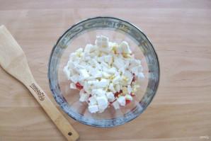 Салат с крабовыми палочками и брынзой - фото шаг 6