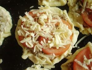 Пицца с фаршем и грибами - фото шаг 6