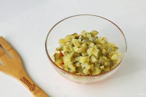 Салат с курицей и кириешками - фото шаг 4
