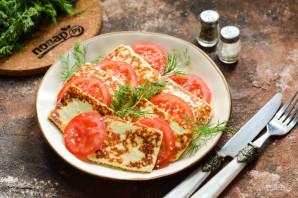 Жареный адыгейский сыр с помидорами