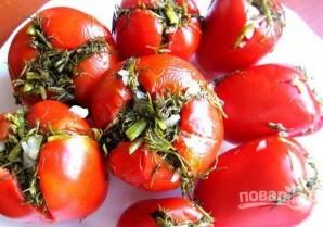Малосольные помидоры с чесноком и зеленью - фото шаг 7