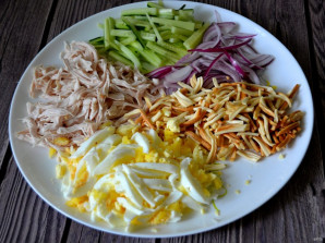 """Салат с копченым сыром """"Косичка"""" - фото шаг 7"""