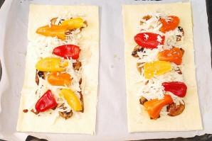 Пицца с моцареллой и грибами - фото шаг 6