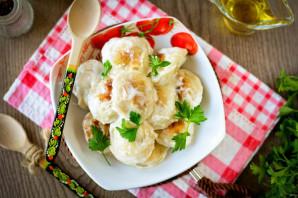 Жареные пельмени со сметаной на сковороде - фото шаг 7