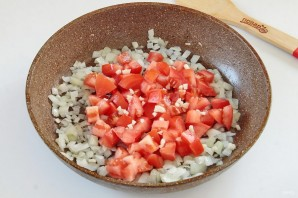 Макароны, тушеные в сковороде - фото шаг 3