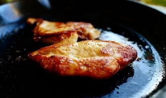Салат с жареной курицей - фото шаг 2