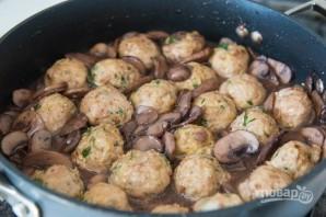 Фрикадельки из индейки в грибном соусе - фото шаг 7