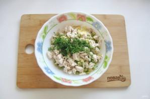 Салат с курицей, горошком и огурцом - фото шаг 7