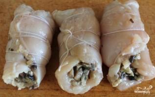 Куриные рулетики с грибами и сыром - фото шаг 7